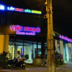 Thi công bảng hiệu chữ nổi mica sáng mặt Việt Nhạc Quận 1